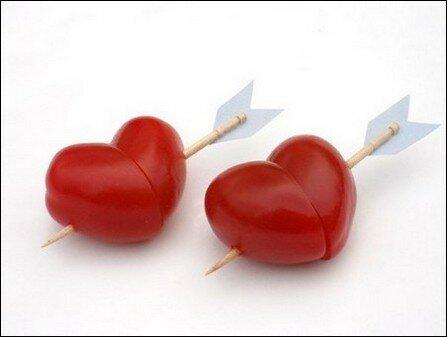 Сердце из помидор.