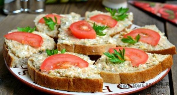 Бутерброды с пастой из икры трески