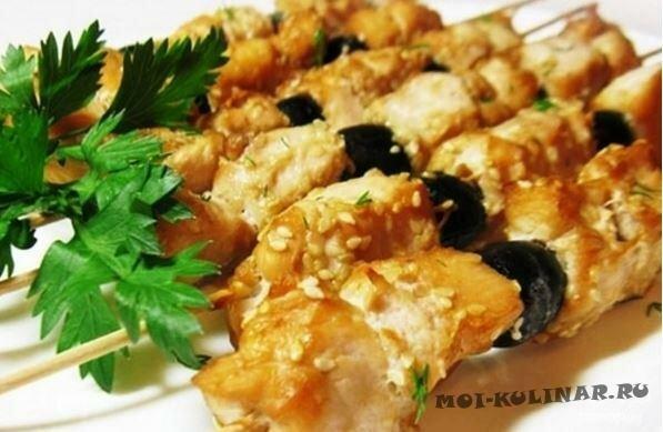 Шашлык из курицы с маслинами в соевом маринаде в духовке