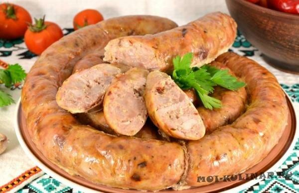 Мясная колбаса с паприкой и овсянкой